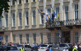 Сутички у Львівській облраді: постраждало 11 поліцейських