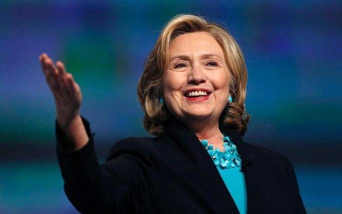 Клінтон стало погано на траурній церемонії, в Росії радіють: з'явилося відео