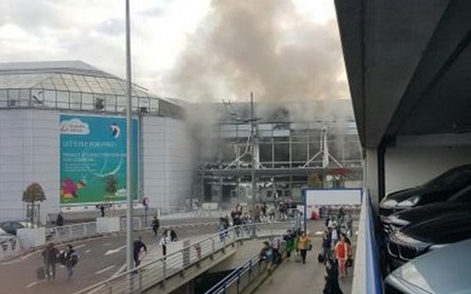 В аэропорту Брюсселя прогремели два взрыва: опубликованы фото и видео (1)