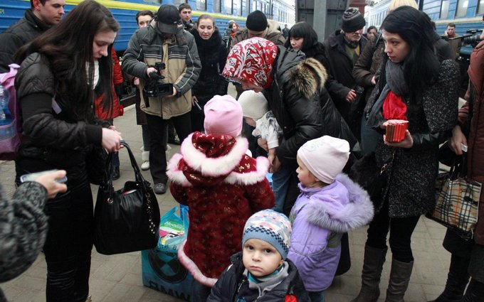 Яценюк рассказал о приостановке выплат части переселенцев