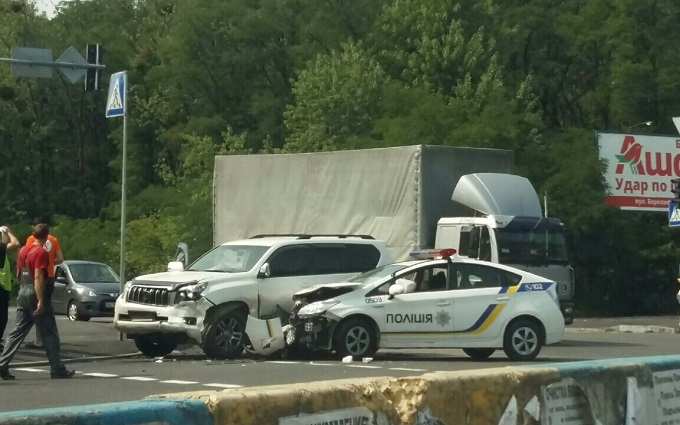 У Києві сталася серйозна ДТП з машиною патрульних: з'явилися фото