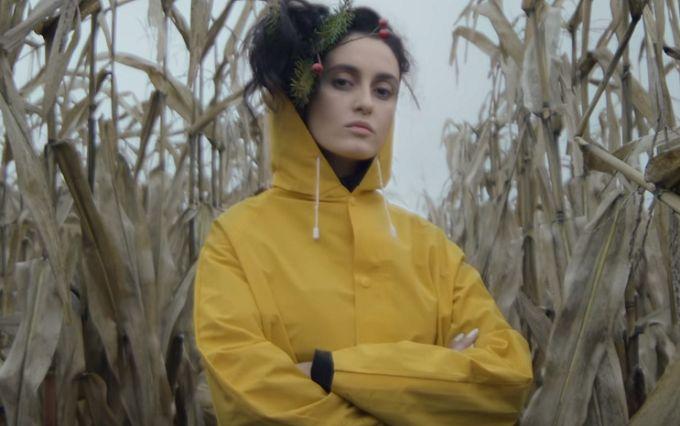 Закарпатська бітанґа: молода співачка презентувала яскравий кліп