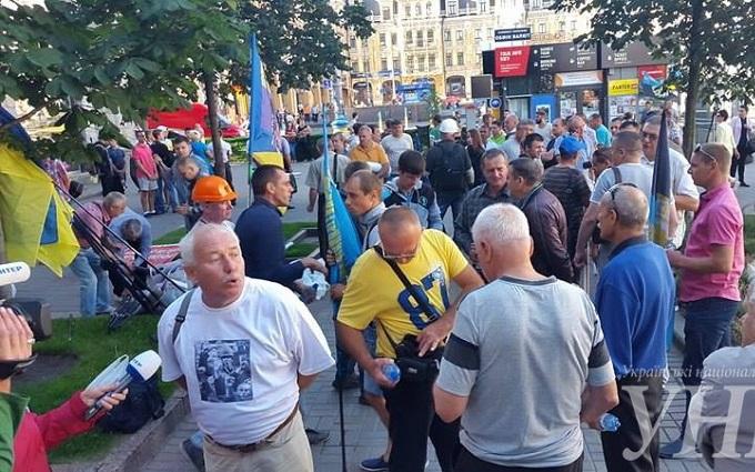 """У центрі Києва новий тарифний мітинг, до нього підключився """"Азов"""": з'явилися фото"""