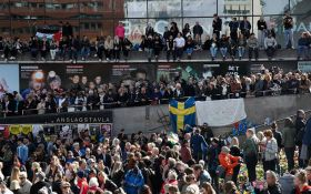 """В Стокгольме прошла """"манифестация любви"""" в память о жертвах теракта: опубликованы фото"""