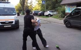В Киеве чуть не учинили самосуд над пьяным, который сбил ребенка: фото с места происшествия