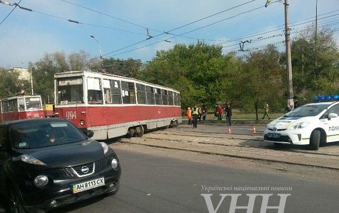 У Маріуполі трамвай вилетів на автотрасу: з'явилися фото