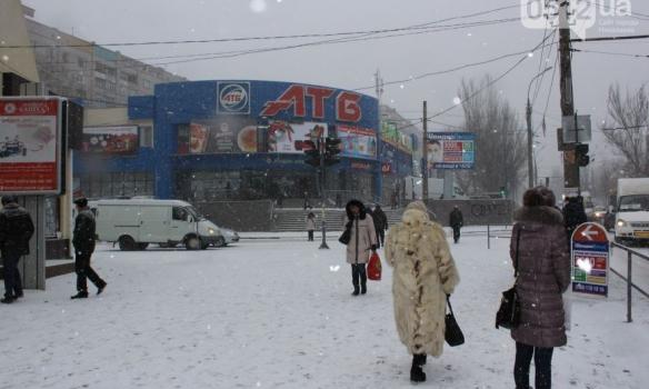 Закрытые аэропорты и занесенные трассы: Украина пережидает непогоду, появились фото (2)