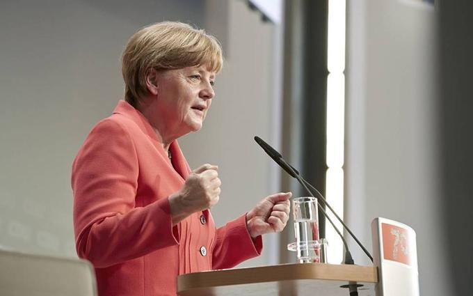 Путин лично обещал Меркель освободить Савченко - СМИ