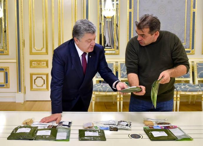 Порошенку показали смачну їжу для військових: опубліковані фото (1)