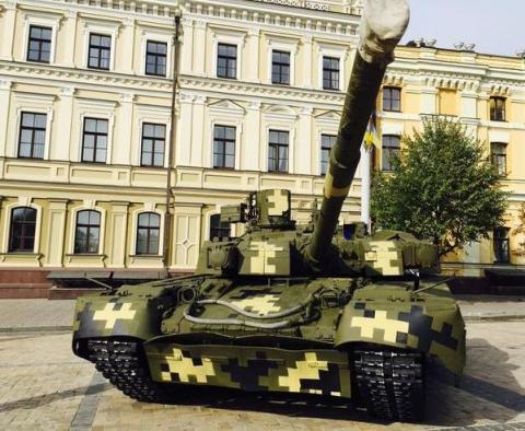 На Михайлівській площі у Києві відкрилась виставка сучасних озброєнь (12 фото) (6)