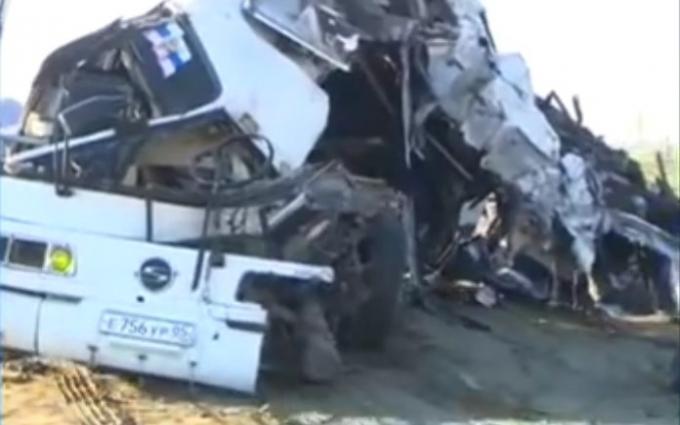 У Росії сталася страшна ДТП, багато загиблих і поранених: з'явилися відео