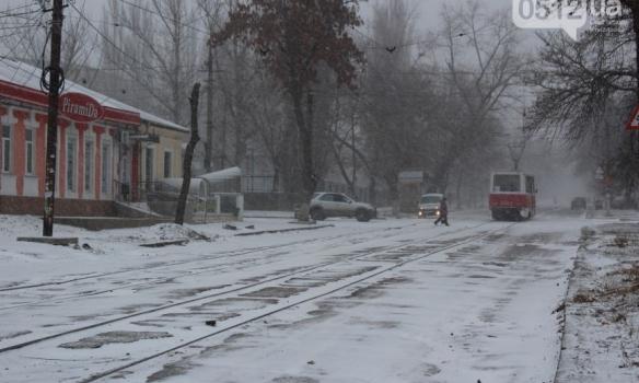 Закрытые аэропорты и занесенные трассы: Украина пережидает непогоду, появились фото (6)