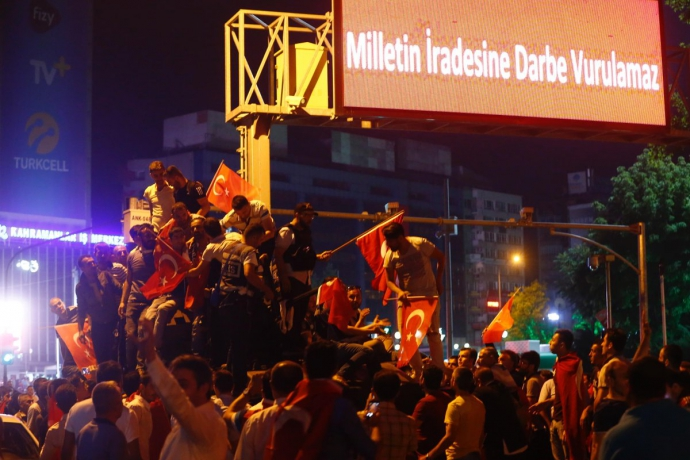 Провальний військовий переворот в Туреччині: хроніка подій, подробиці, найяскравіші фото та відео (7)