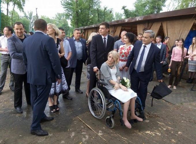 Знаменита українська медик-доброволець вийшла заміж: з'явилися фото (1)