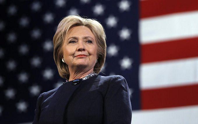 Клінтон кумедно довела, що вона сильна жінка: опубліковано відео