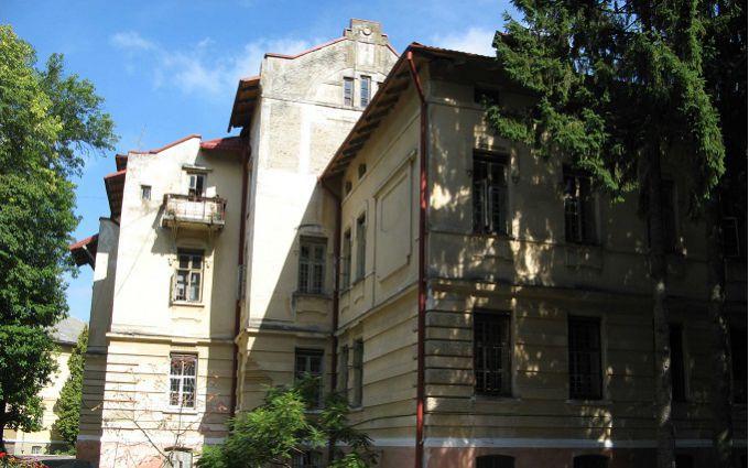 Із психіатричної лікарні у Львові втекли два небезпечних пацієнти: опубліковано фото