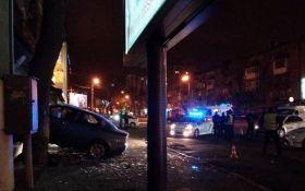 Пьяный водитель легковушки влетел в витрину магазина оружия в Одессе: опубликованы фото и видео