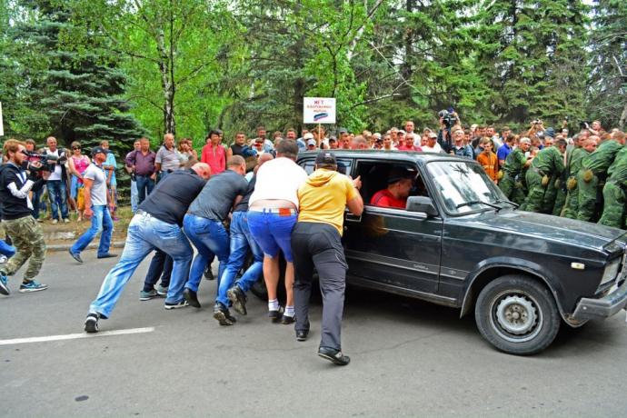Бойовики ДНР слідом за ЛНР погралися в боротьбу з миротворцями: з'явилися фото (1)