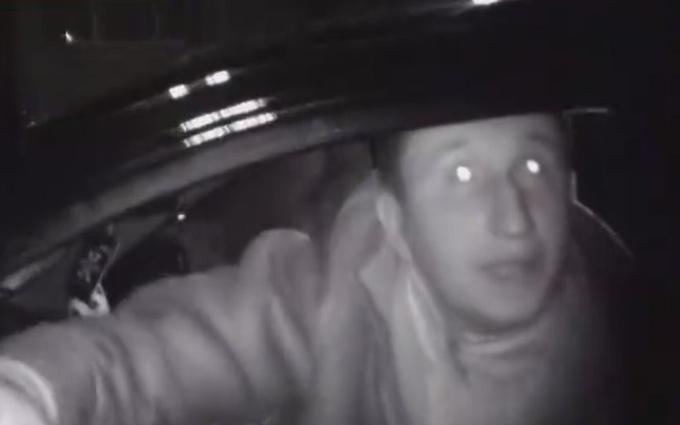 Пьяный водитель угрожал полицейским мамой: опубликовано видео