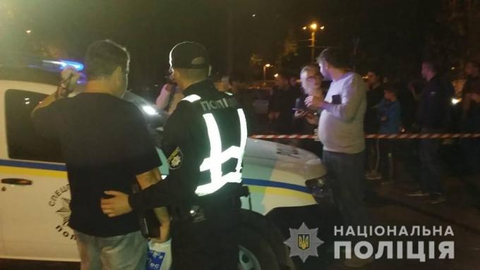 В Одессе BMW влетел в остановку, погибли люди: появились жуткие фото и видео с места аварии (7)