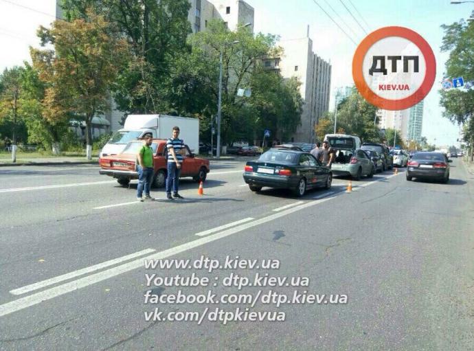У масштабній ДТП в Києві розбилися чотири авто: опубліковані фото (1)