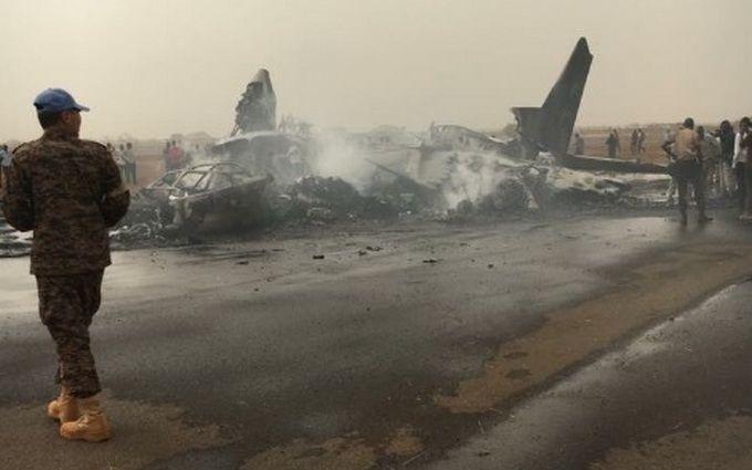Крушение самолета в Африке: появилось чудесное известие