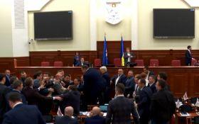 В Киевсовете подрались депутаты: появились фото с места событий