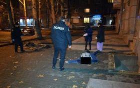 В центре Николаева погиб украинский военный, провалившись в яму: опубликованы фото