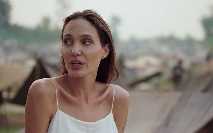 Джоли сняла фильм о геноциде в Камбодже: появился первый трейлер