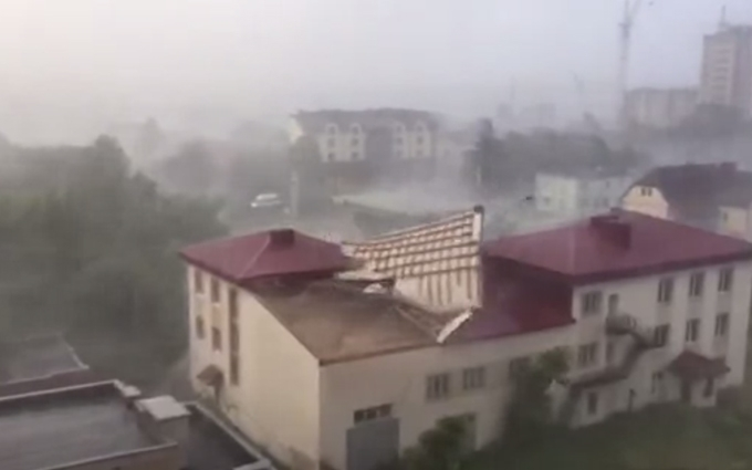 Над Луцьком пронісся потужний шторм: опубліковане вражаюче відео