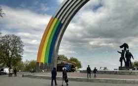 Стало известно, как раскрасят Арку дружбы народов в Киеве