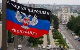 Прапор бойовиків ДНР у центрі Києва підірвав соцмережі: опубліковано фото