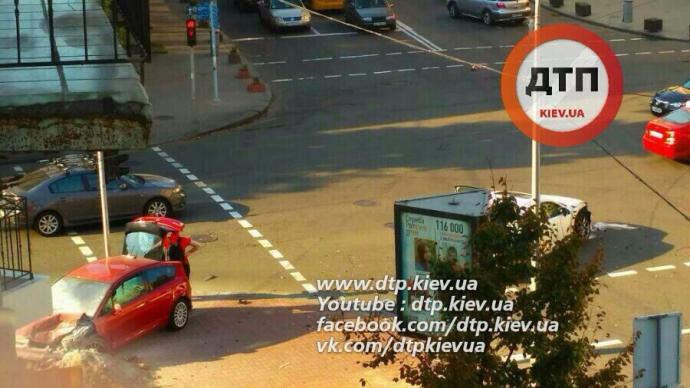 У серйозній ДТП в центрі Києва водії вціліли дивом: опубліковані фото (2)