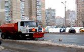 """Киевские коммунальщики повеселили """"борьбой"""" со снегом: опубликовано видео"""