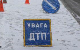 В Харькове маршрутка столкнулась с военной техникой: опубликованы фото