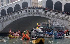 В Венеции проходит главный карнавал Европы: опубликованы яркие фото и видео