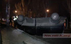 Пьяный водитель в Николаеве ухитрился перевернуть микроавтобус: появились фото и видео