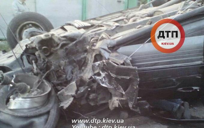 Під Києвом п'яний на Lexus мало не збив дітей: опубліковані фото