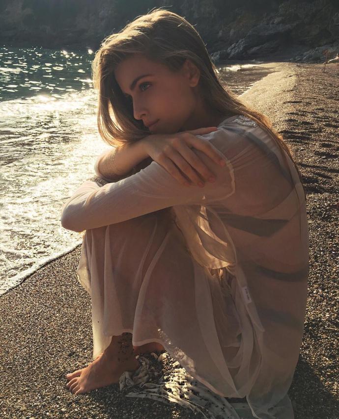Онука Софії Ротару вразила стрункою фігурою на пляжі в Італії: опубліковані фото (1)