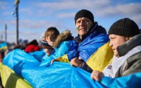 Це потрібно побачити: тисячі людей у Києві утворили живий ланцюг до Дня Соборності
