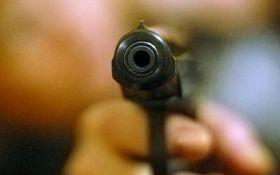 В центрі Києва сталося зухвале збройне пограбування: з'явилося відео моменту