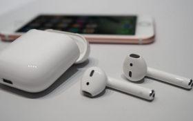 В сети показали, как выглядят беспроводные наушники Apple EarPods изнутри: появилось видео