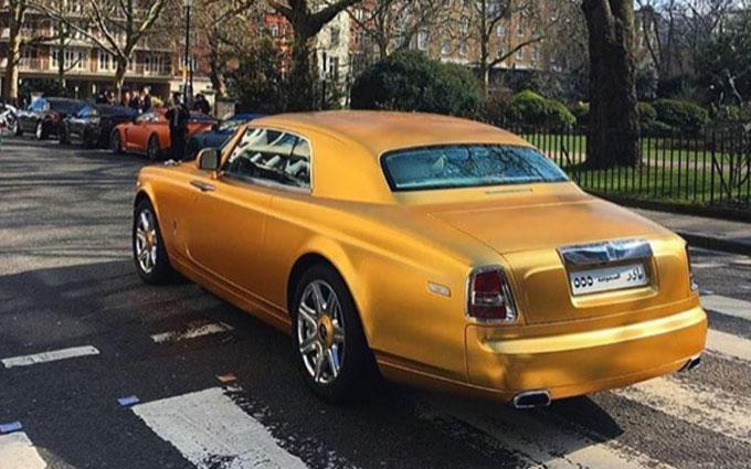 Арабский миллиардер шокировал британцев золотым автопарком: опубликованы фото и видео (2)