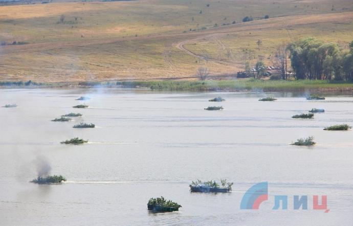 Бойовики ДНР вчаться наступати: опубліковані фото (1)