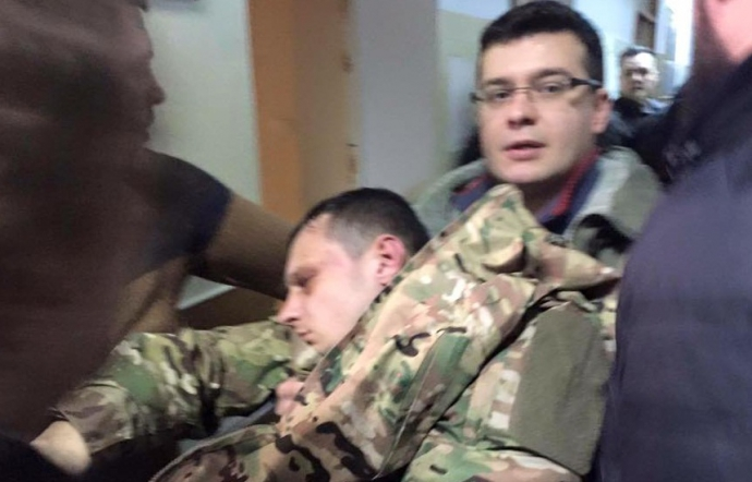 Лидер «Азова-Крым» потерял сознание на суде: опубликованы фото и видео (2)