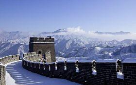 """Это нужно увидеть: Великая китайская стена превратилась в """"ледяную горку"""""""