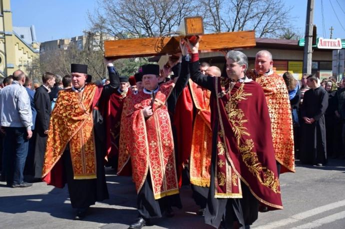 На Прикарпатье прошел масштабный крестный ход за победу и мир: появилось впечатляющее видео (5)