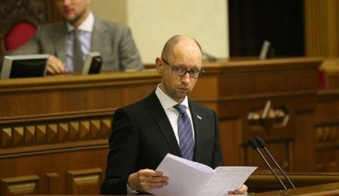 Яценюка оставили премьером, но признали его работу неудовлетворительной