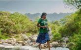 В Мексиці дівчина виграла ультрамарафон в сандалях і спідниці: з'явилися фото