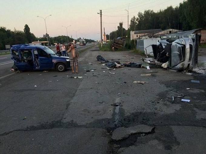 Стало відомо про страшну ДТП із загиблими під Києвом: з'явилися фото (1)